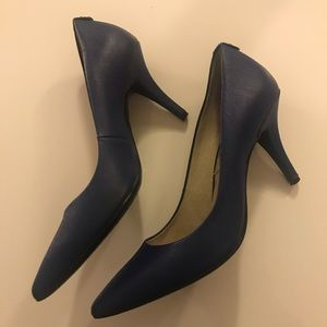 Michael Kors blue leather pointed toe pump